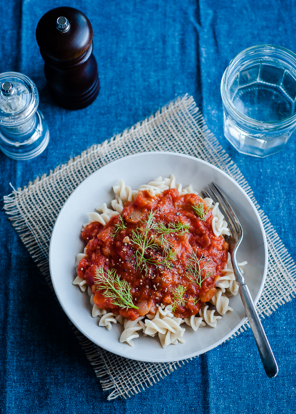 slow cooker tomato sauce with fennel