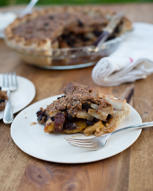 Gluten_Free_Pear_Pie_with_Dried_Fruit-12